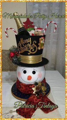 Clay Pot Crafts, Christmas Fabric, Clay Pots, Fabric Decor, Gift Baskets, Maya, Snowman, Centerpieces, Christmas Decorations