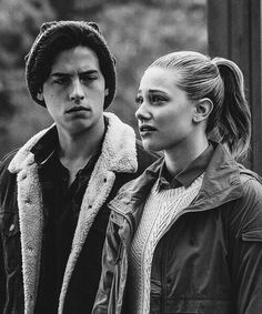 Riverdale- Betty Cooper and Jughead Jones- Bughead Bughead Riverdale, Riverdale Memes, Riverdale Season 1, Archie Comics, Mythos Academy, Camila Mendes Riverdale, Lili Reinhart And Cole Sprouse, Fangirl, Riverdale Cole Sprouse
