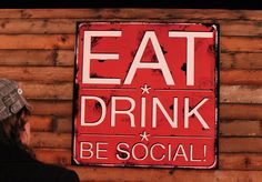 Social Tap Restaurant & Bar in Ventura, California, just a few steps from the beach at lower Seaward Avenue. Tasty food, tasty cocktails and live music.