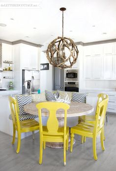 Such a great splash of color in this kitchen!