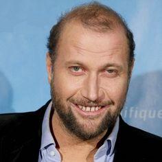 François Damiens dans le rôle de François http://francissotiaux.com/fiche/fran%C3%A7ois-damiens/