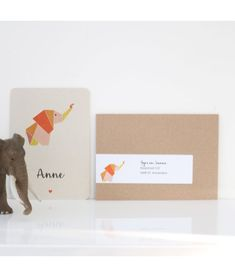 Dit geboortekaartje olifantje is gedrukt op stevig karton. Met kraftenvelop, adreslabel, doopsuikerstickers en doopsuikerzakjes bij de prijs inbegrepen.