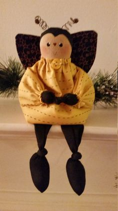 Sweet little Betty Bee 9 from toes to tip of by NeedleandTreadle