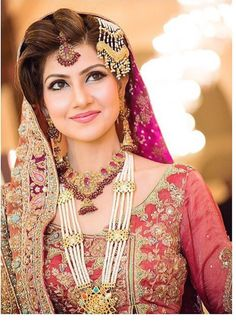 pakistani bridal jewelry sets For Pink Bridal Dresses Pakistani Bridal Jewelry, Pakistani Wedding Dresses, Wedding Dress Styles, Pakistani Wedding Hairstyles, Indian Jewelry, Desi Bride, Desi Wedding, Wedding Bride, Wedding Goals