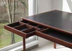 The BassamFellows Modernist leather top desk. Via Vogue Living. Classic Furniture, Contemporary Furniture, Architecture 3d, Table Desk, Decoration, Furniture Design, Office Furniture, Modern Design, Interior Design