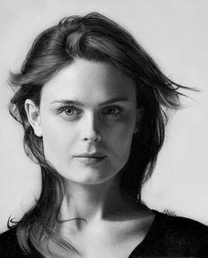 Emily Deschanel. Such natural beauty!