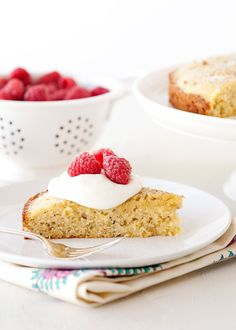 Honey Pistachio Cake with Honey Cream recipe - This cake is sweetened with honey, and has a nice crunch from cornmeal and ground pistachios. It is elegant enough to serve after a nice meal, but also a nice breakfast cake. Just Desserts, Delicious Desserts, Yummy Food, Honey Cream Recipe, Yummy Treats, Sweet Treats, Cake Recipes, Dessert Recipes, Recipes Dinner