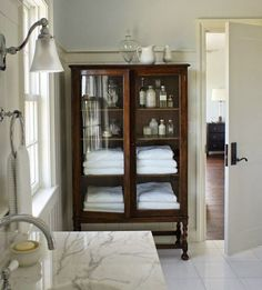 Using Vintage Furniture in your Bathrooms. It is a great option for all the Bathroom Storage Needs we have. Love the Contrast between this White Bathroom and then the Deep Wood Vintage Storage Furniture Piece. - Home Design Bad Inspiration, Bathroom Inspiration, Bathroom Ideas, Bathroom Trends, Design Bathroom, Bath Ideas, Bathroom Styling, Kitchen Design, Style At Home