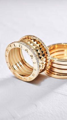 Bvlgaris einzigartige Ikone. Setzen Sie dieses Weihnachten ein Statement mit B.zero1. Jetzt bequem online bestellen. Womens Jewelry Rings, Jewelry Accessories, Fine Jewelry, Women Jewelry, Jewellery, Glitter Wallpaper, Grillz, Bvlgari, Diamond Jewelry