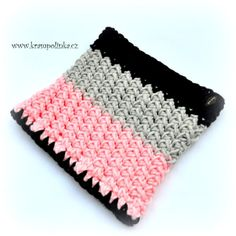 Véčkový nákrčník do pořádné zimy - www.krampolinka.cz Tulips, Crochet, Bags, Fashion, Handbags, Moda, Fashion Styles, Ganchillo, Crocheting