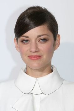 marion cotillard make up French Icons, French Chic, True Beauty Is Internal, Marion Cotillard Style, Soft Classic Kibbe, Marion Cottillard, Pelo Vintage, Divas, French Actress