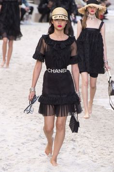 3b8463beebc2 Chanel Spring 2019 Ready-to-Wear Collection - Vogue Vogue Paris