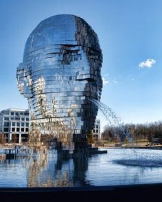 Metalmorphosis is a mirrored water fountain by Czech sculptor David Cerný