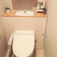 女性で、3LDKのトイレ/タンクレス DIY/プチプラ/トイレ改造計画/DIY/コンテスト参加します☆…などについてのインテリア実例を紹介。「はじめてコンテストに参加します(≧∇≦)このトイレ、元々はごくごく普通のタンクトイレでしたが、安いSPF材、角材、ベニヤと、タイル風壁紙で、かなりプチプラでタンクレス風にしてみました*(^o^)/*かなりのお気に入りです♡」(この写真は 2014-05-17 23:19:33 に共有されました)