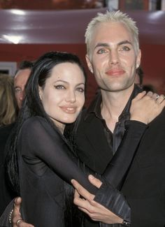 Culture: Entertainment and Celebrity News, Photos & Videos Angelina Jolie and her brother James Haven at the 2000 -- goth classicAngelina Jolie and her brother James Haven at the 2000 -- goth classic Brad Pitt And Angelina Jolie, Jolie Pitt, Le Jolie, Les Oscars, Beautiful People, Beautiful Women, Paris Match, Kevin Spacey, Her Brother