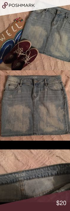 A.N.A Bleached Wash Blue Jean Skirt Great for summer and with sandals or sneakers! A little loose around the waist but still fits perfectly (I'm a size 4,5, and 27 for picture comparison and I'm 5'6 for length comparison) 🌞 Only worn once 💋 • Worn once or twice • no trades and no defects or tears a.n.a Skirts Midi