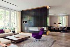 cheminée moderne de salon avec déco tendance par Michale Neumayr Design