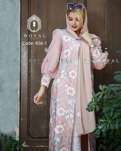 Street Hijab Fashion, Abaya Fashion, Muslim Fashion, Fashion Dresses, Sleeves Designs For Dresses, Dress Neck Designs, Iranian Women Fashion, Womens Fashion, Mode Abaya