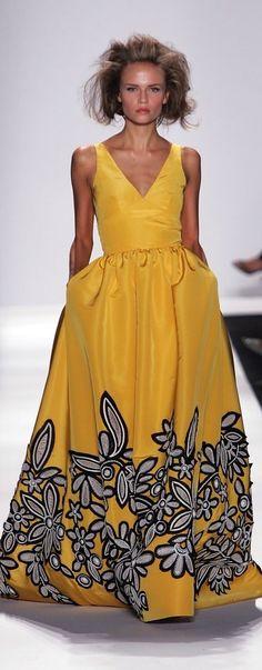 Oscar de la Renta Spring 2007: Yellow dress with floral pattern