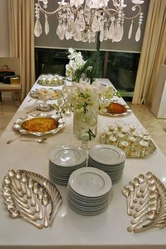 Ideas for diy food display ideas buffet Buffet Set, Food Buffet, Buffet Table Settings, Appetizer Buffet, Dining Etiquette, Table Manners, Beautiful Table Settings, Table Set Up, Table Arrangements