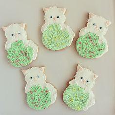 kitty on ball of yarn cookies