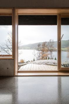 Cabin Rones is a small cabin overlooking Norwegian fjord Beitstadfjorden. Located at Rones, the cabin is designed by Sanden+Hodnekvam Architects. Trondheim, Cabinet D Architecture, Interior Architecture, Exterior Design, Interior And Exterior, Tiny House, Wooden Windows, Timber Window Frames, Timber Door