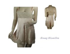 1920's Flapper Girl Vintage Peachy Flesh Chemise with Ecru lace