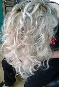 #cascata#blond#degradéjoelle#tonifreddi#puntiluce#capellisani#welovecdj#