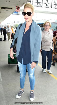 Katherine Heigl  arrives at Los Angeles International (LAX) airport http://icelebz.com/events/katherine_heigl_arrives_at_los_angeles_international_lax_airport/photo1.html