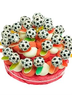 voetbal snoep traktatie High Tea, Fruit Salad, Diy For Kids, Kids Meals, Pers, Treats, Homemade, Chocolate, Cake