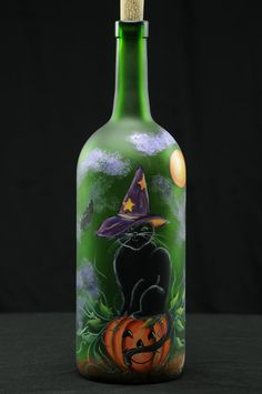 Ltr Handpainted Lighted Wine Bottle /Halloween Cat With Witches Hat on Pumpkin / Lampe décorative Fall Wine Bottles, Halloween Wine Bottles, Christmas Wine Bottles, Recycled Wine Bottles, Wine Bottle Art, Painted Wine Bottles, Lighted Wine Bottles, Painted Wine Glasses, Decorated Bottles