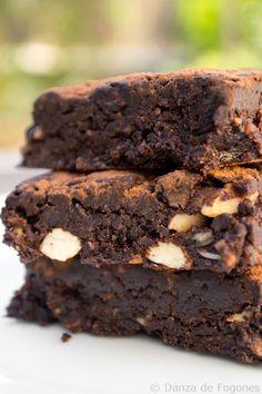 Raw brownie (o brownie crudo) Raw Vegan Brownies, Raw Vegan Desserts, Health Desserts, Vegan Raw, Best Vegan Recipes, Raw Food Recipes, Sweet Recipes, Dessert Recipes, Best Brownie Recipe