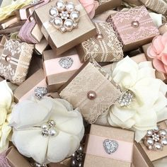 Chocolate Favors, Chocolate Decorations, Diy Wedding Gifts, Wedding Cards, Sweet Table Wedding, Canvas Background, Pearl And Lace, Gift Wrapping, Wrapping Ideas
