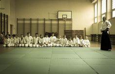 Dzieci biorące udział w egzaminie aikido w Międzychodzie.  Egzaminatorem był sensei Piotr Borowski (6 dan Aikikai Aikido).