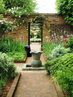 Geffrye Museum, London. Read all about our favourite green London spaces, here: http://londonliving.at/in-time-for-spring-londons-top-five-alternative-green-spaces/.