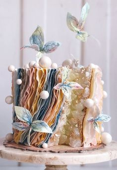 Wedding cakes are an iconic part of a big-day reception. There's nothing like a beautiful wedding cake, that looks almost too pretty to cut into. Pretty Wedding Cakes, Beautiful Birthday Cakes, Gorgeous Cakes, Pretty Cakes, Cute Cakes, Amazing Cakes, Elegant Birthday Cakes, Cake Wedding, Wedding Themes