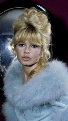 Brigitte Bardot, Bridget Bardot, Honda 750, Bb Style, And God Created Woman, Beauty Make Up, Fashion Pictures, Most Beautiful Women, People
