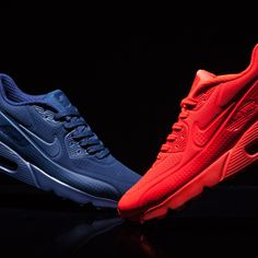 Just Landed – The Nike Air Max 90 Ultra Moire Trainer has arrived in two colour-ways. Choose one!