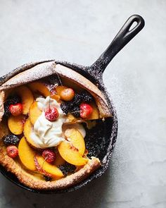 Peach Dutch Baby is the perfect breakfast treat. This light, puffy pancake is filled with caramelized peaches and topped with more fresh peaches and cream. Donut Recipes, Brunch Recipes, Sweet Recipes, Dessert Recipes, Sweet Desserts, Summer Recipes, Real Baking, Baked Peach, Recipes