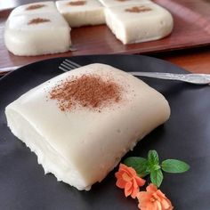 125 g milk. butter or margarine 1 cup flour 1 cup sugar plus 2 tablespoons sugar Turkish Recipes, Ethnic Recipes, Turkish Sweets, Delicious Desserts, Dessert Recipes, Granola, Panna Cotta, Cheesecake, Food And Drink