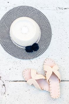 20 Sun High Heels That Make You Look Cool - Shoes Styles & Design Raffia Hat, Summer Shoes, Summer Sandals, Palm Beach Sandals, Look Cool, Designer Shoes, Fashion Shoes, High Heels, Make It Yourself