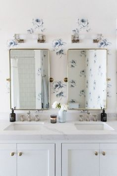 Vintage Interior Design Floral Wallpaper Bathroom with Double Vanity and mixed metal details, classic girls bathrooms Boho Bathroom, Modern Bathroom, Bathroom Ideas, Minimalist Bathroom, Bathroom Inspo, Bathroom Designs, Bathroom Inspiration, Small Bathroom, White Wooden Blinds