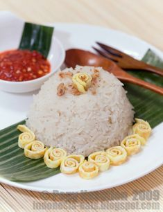 Nasi Uduk | Indonesia Eats | Authentic Online Indonesian Food Recipes using rice cooker  tried it! after the rice cooker done still have to steam it to make it even more cooked and not stick to the bottom of rice cooker