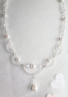 """Crystal & Pearl Necklace - Easy to make with seed beads, Swarovski crystals & pearls."", ""Simple wire loops and stringing = lovely. Pearl Jewelry, Wire Jewelry, Jewelry Crafts, Wedding Jewelry, Beaded Jewelry, Jewelery, Handmade Jewelry, Pearl Rings, Pearl Bracelets"