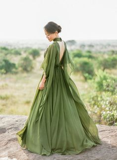 Prom Dresses 2018 This stunning anniversary session featuring a breathtaking olive green gown from Elie Saab has totally made our day! Elegant Dresses, Pretty Dresses, Green Wedding Dresses, Wedding Outfits, Dress Wedding, Scottish Wedding Dresses, Wedding Girl, Wedding Summer, Wedding Colors