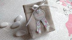 Ce petit pochon en lin est un joli cadeau à offrir à vos invités lors de votre mariage ou lors du baptême de votre bébé. Il peut être assorti au faire part de votre choix qu - 18284997