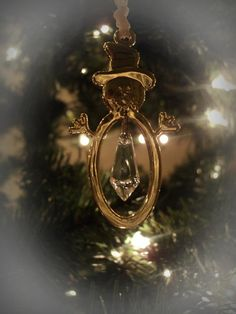 just one of my Christmas tree ornaments! playing around with close-ups!
