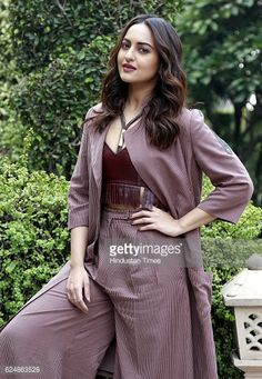News Photo : Bollywood actress Sonakshi Sinha posing for a...