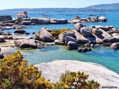 Faro de Punta Cabalo (Illa de Arousa) / Costa de granito rosa. Bretaña francesa.