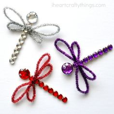 This shimmery dragonfly craft for kids is absolutely gorgeous using craft jewels and glitter sticks. It& a perfect summer kids craft. Mummy Crafts, Craft Stick Crafts, Bead Crafts, Crafts To Make, Fun Crafts, Arts And Crafts, Craft Ideas, Dragon Fly Craft, Summer Crafts For Kids